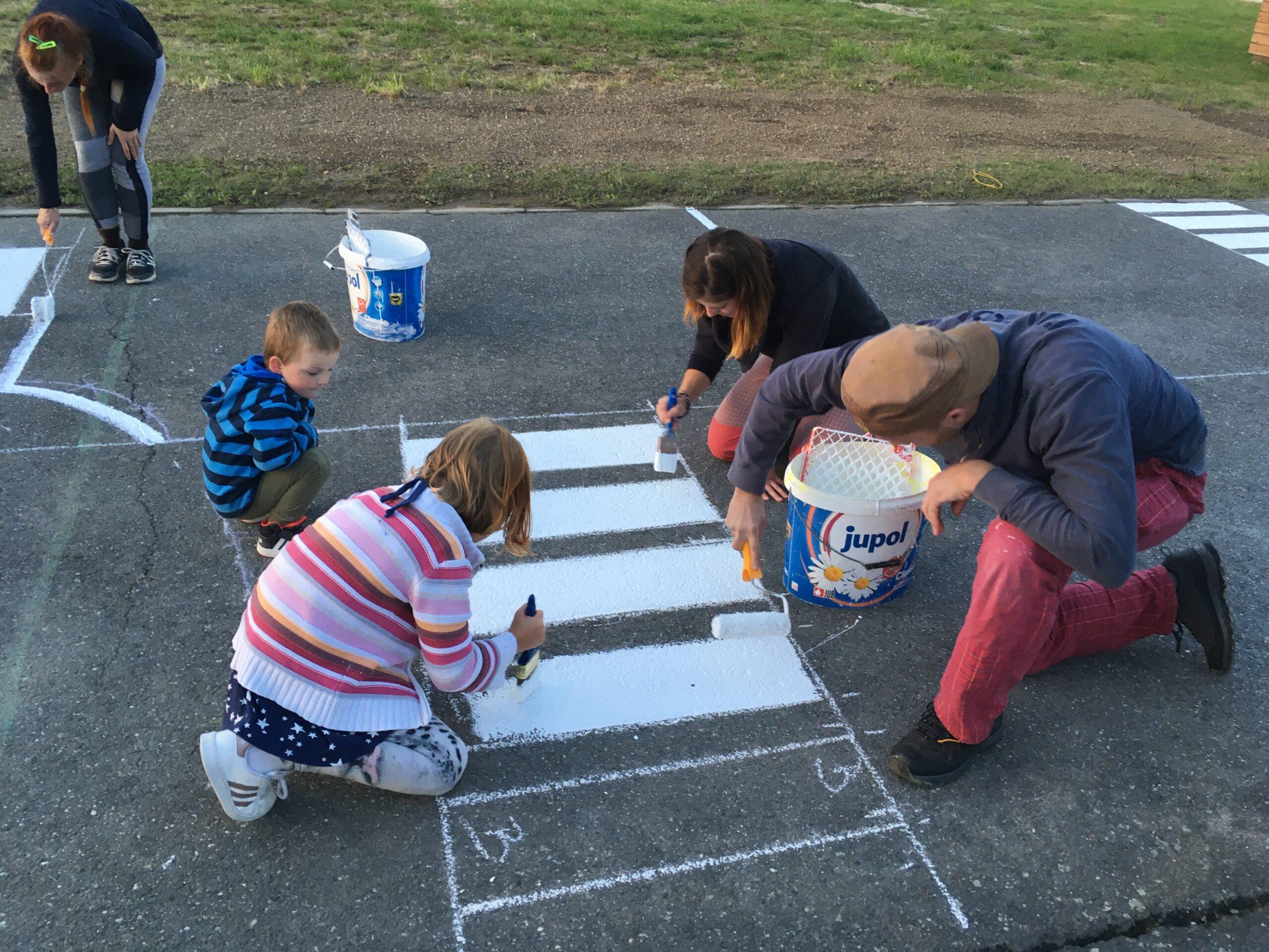Malování dopravního hřiště