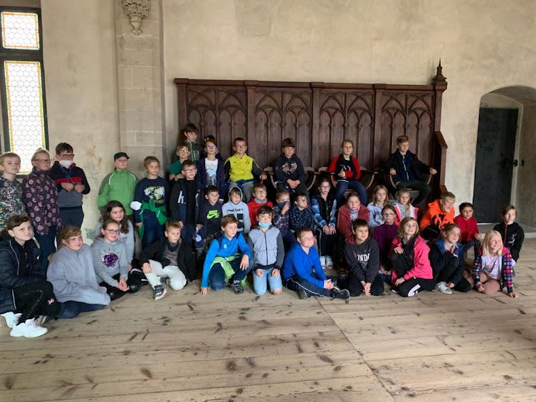 Třeťáci, čtvrťáci a páťáci na interaktivní prohlídce hradu Křivoklát